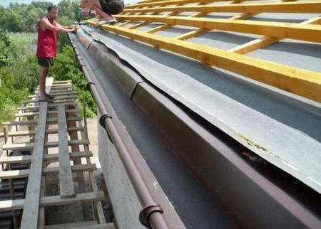 How to clean out gutters jobs streaks